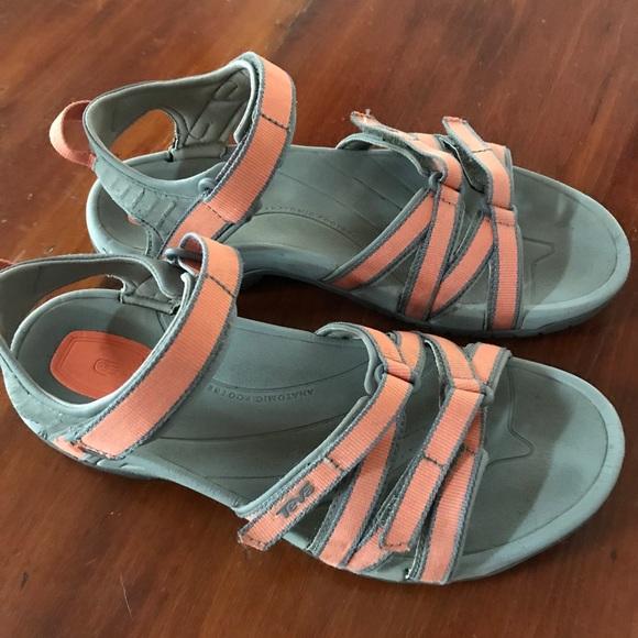 e32ce68e18a10 Teva women s hiking sandal. M 5a8b1e885512fdbb69335179